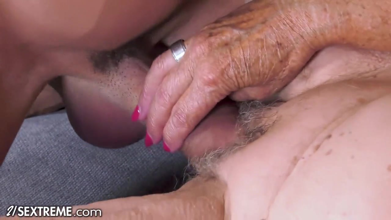 21 SEXTREME - Smokin' Hot GILF Pays For Her Rent With Her Pussy