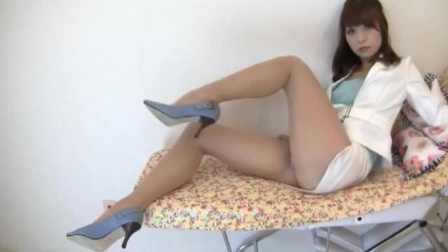 Sexy japanese MILF secretary in too short miniskirt upskirt thong flashing!