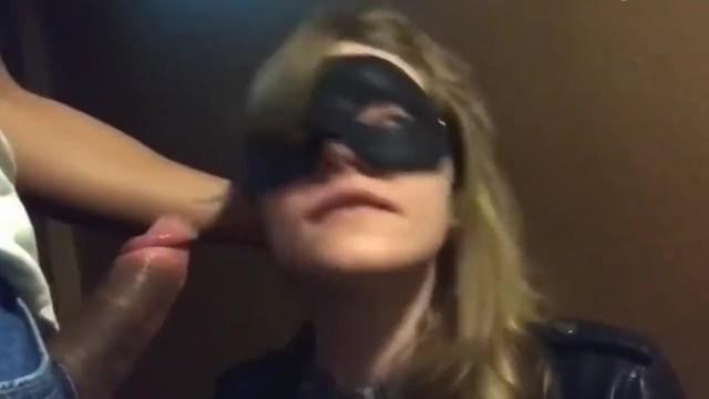 Public sex : Hot cheating girlfriend sucks a stranger for cash